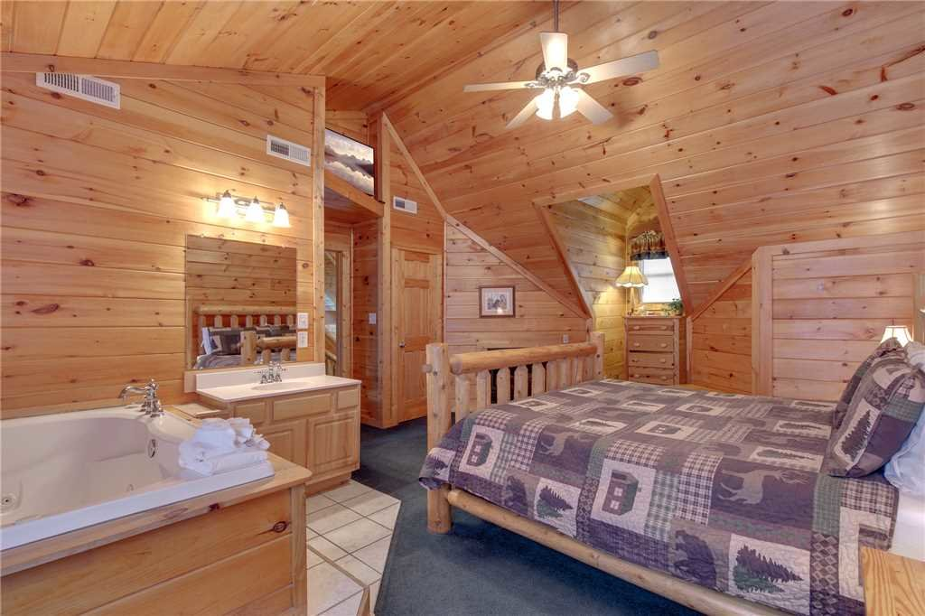 Photo of a Sevierville Cabin named Grizzly Getaway - This is the sixteenth photo in the set.