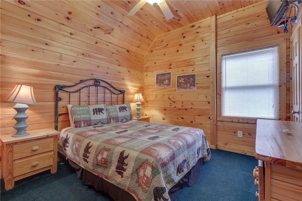 Photo of a Sevierville Cabin named Grizzly Getaway - This is the twentieth photo in the set.