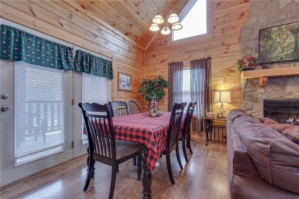 Photo of a Sevierville Cabin named Grizzly Getaway - This is the fourth photo in the set.