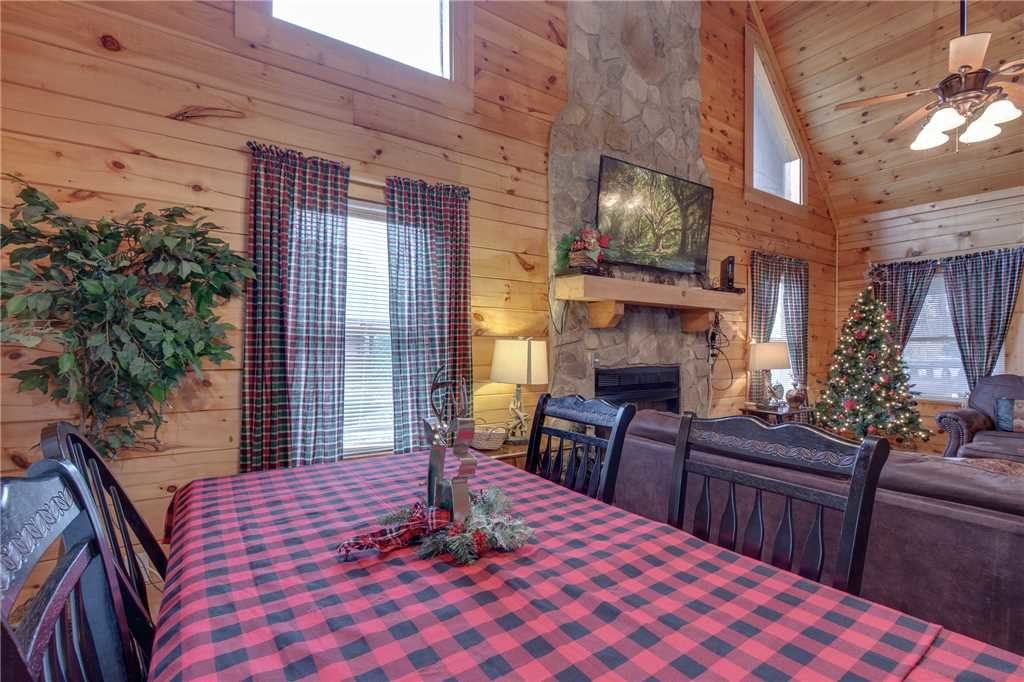 Photo of a Sevierville Cabin named Grizzly Getaway - This is the fifth photo in the set.