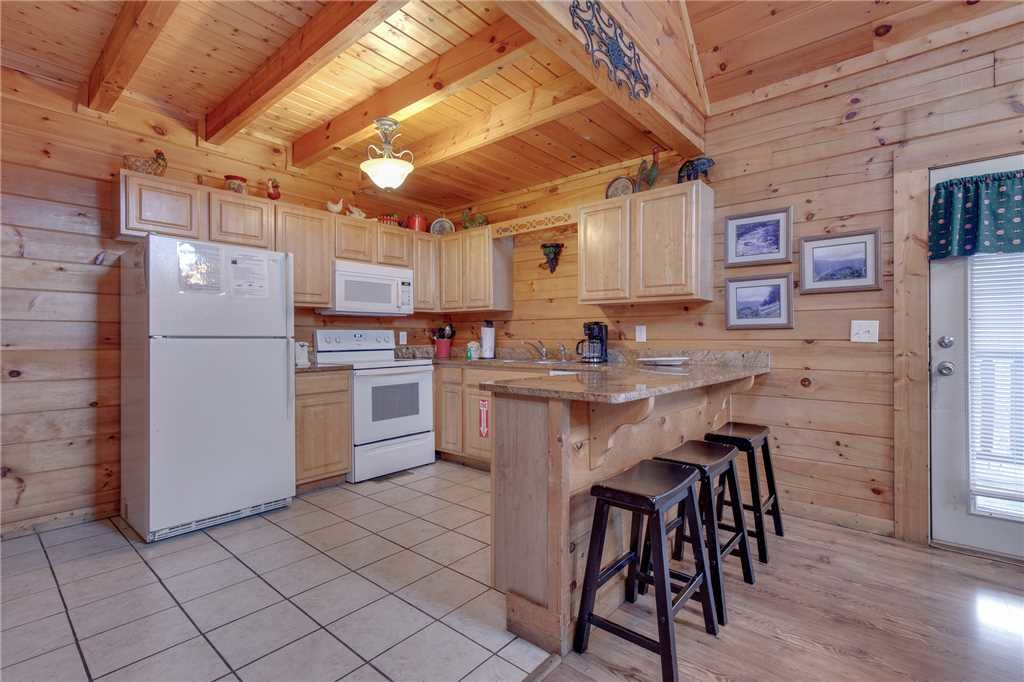 Photo of a Sevierville Cabin named Grizzly Getaway - This is the sixth photo in the set.
