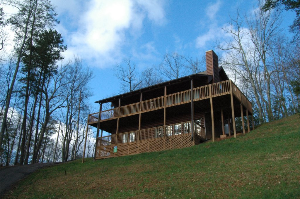 Photo of a Gatlinburg Cabin named Love & Laughs #11 - This is the forty-first photo in the set.