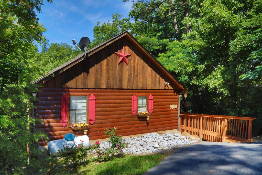 Photo of a Pigeon Forge Cabin named Just Hanging Out - This is the forty-ninth photo in the set.