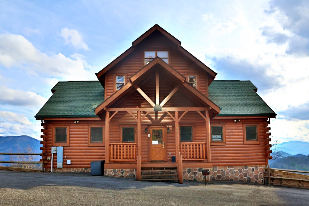Photo of a Sevierville Cabin named Wavyleaf Retreat - This is the first photo in the set.