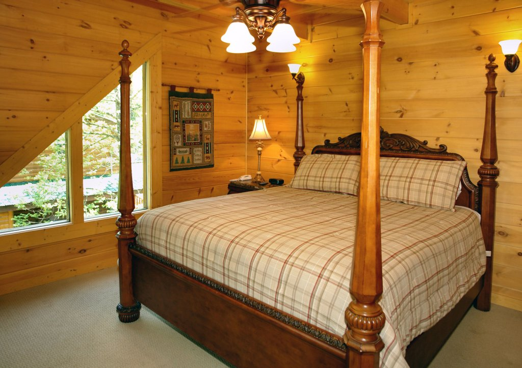 Photo of a Pigeon Forge Cabin named Trout House #350 - This is the fourteenth photo in the set.