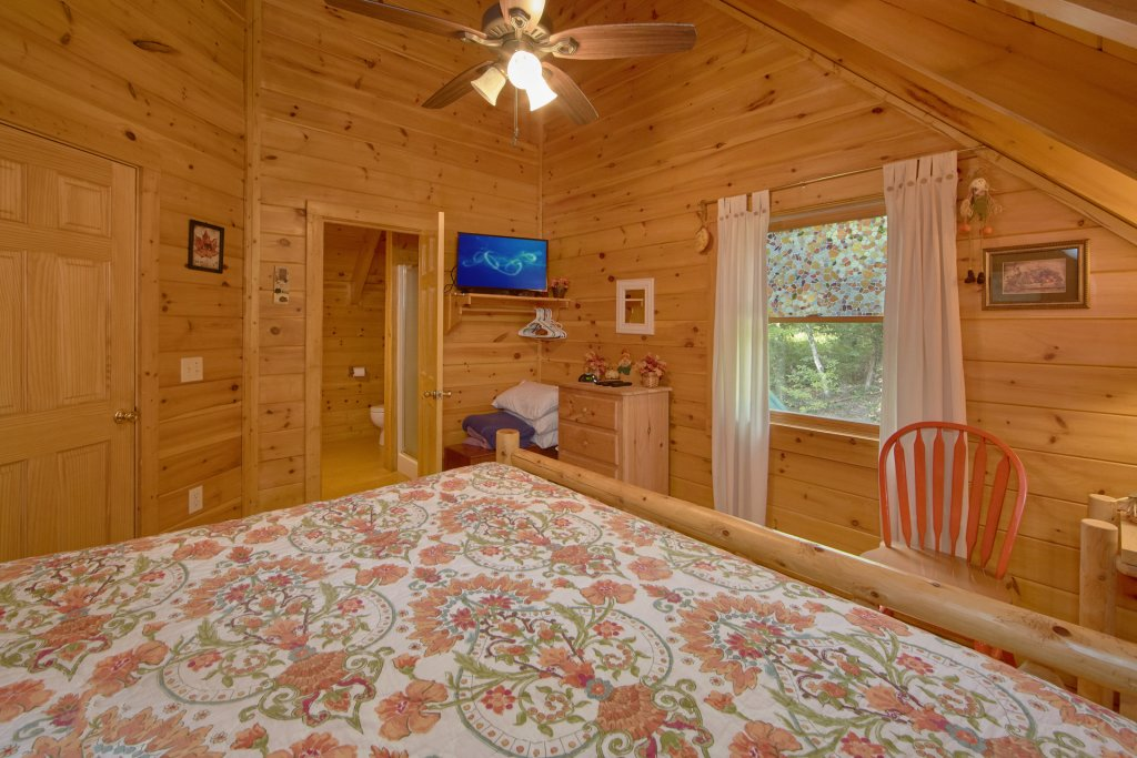 Photo of a Pigeon Forge Cabin named A View For All Seasons #405 - This is the eleventh photo in the set.