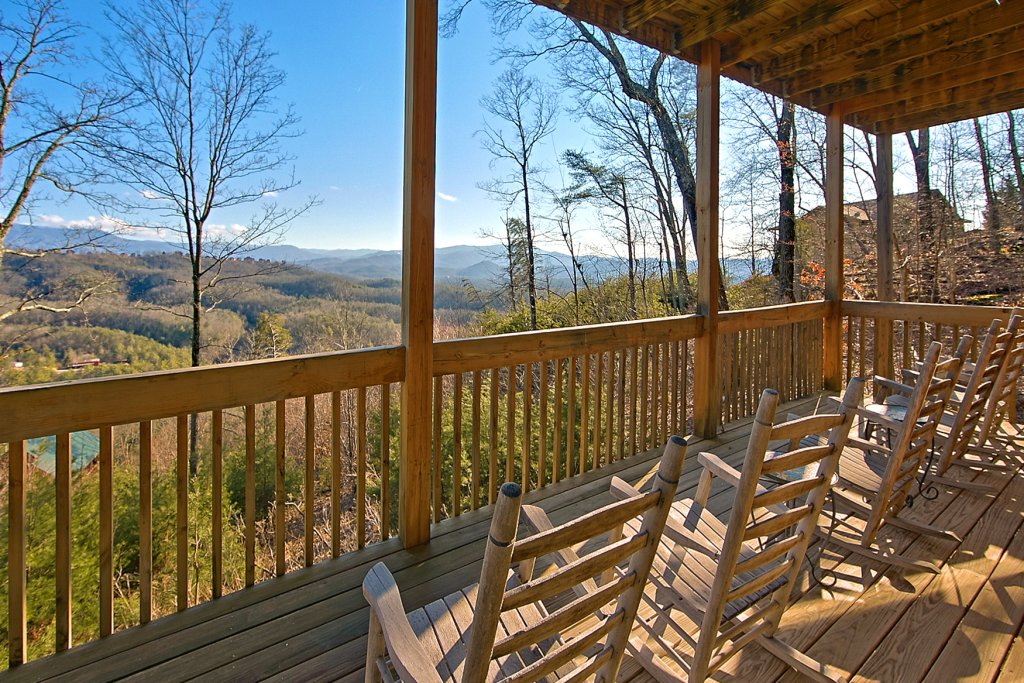Photo of a Pigeon Forge Cabin named A View For All Seasons #405 - This is the eighteenth photo in the set.
