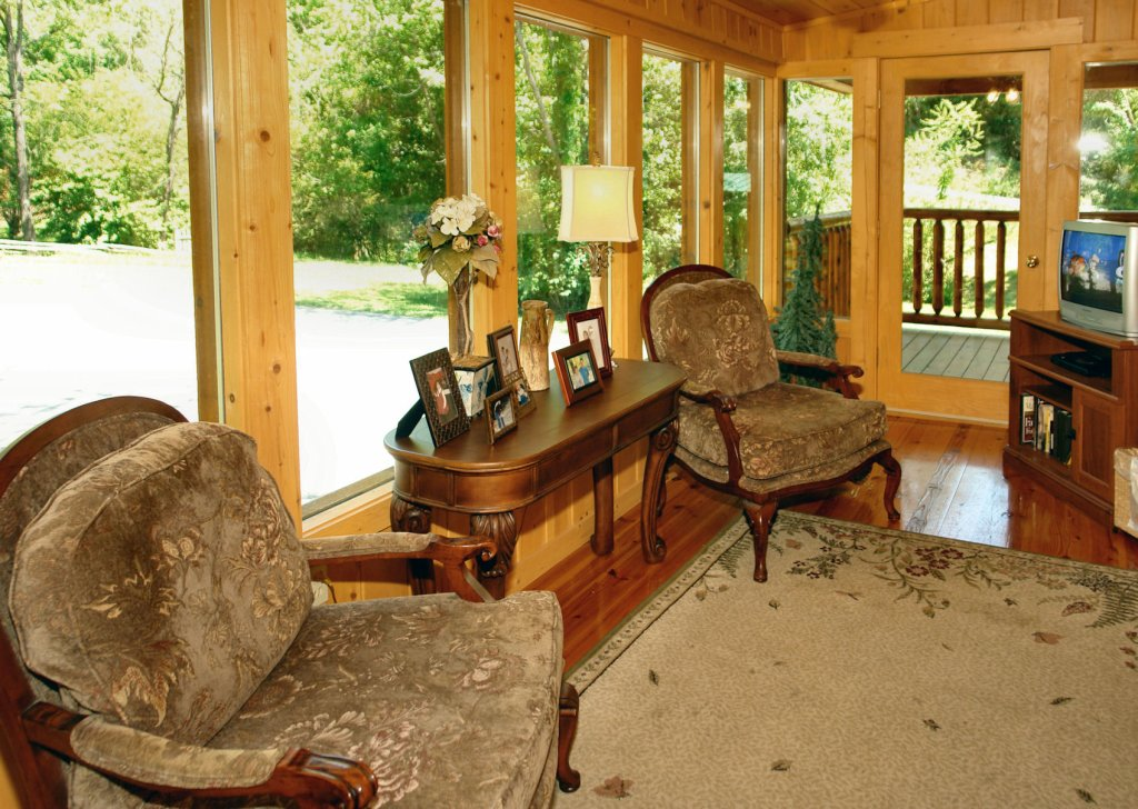Photo of a Pigeon Forge Cabin named Trout House #350 - This is the thirty-sixth photo in the set.