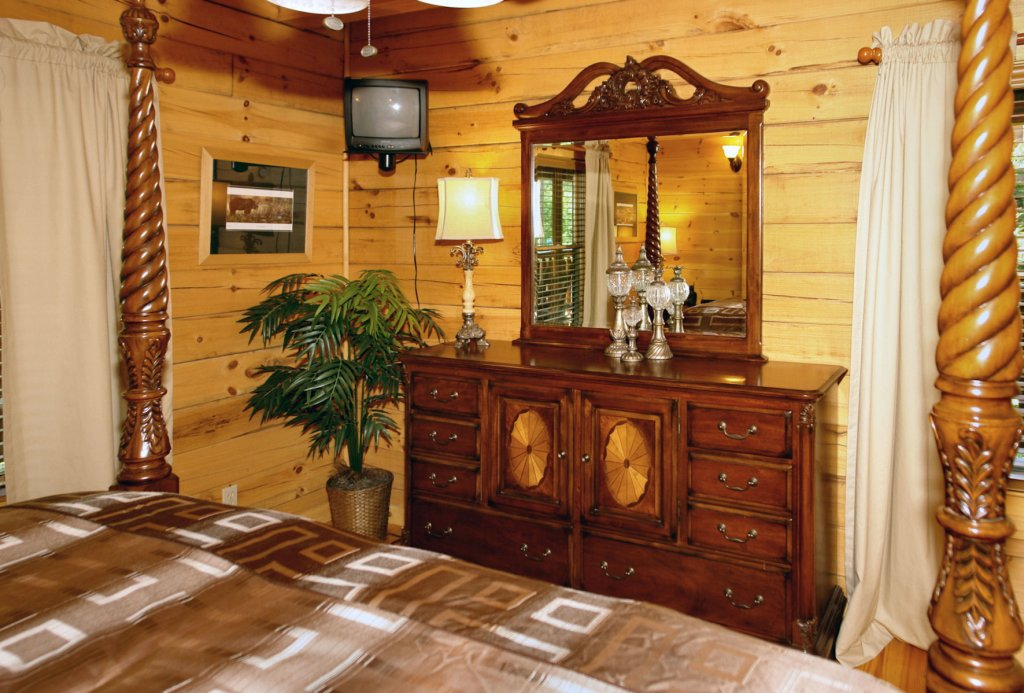 Photo of a Pigeon Forge Cabin named Trout House #350 - This is the fiftieth photo in the set.