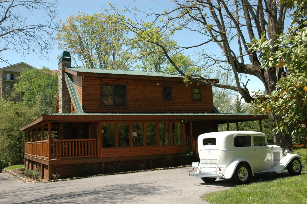 Photo of a Pigeon Forge Cabin named Trout House #350 - This is the forty-third photo in the set.