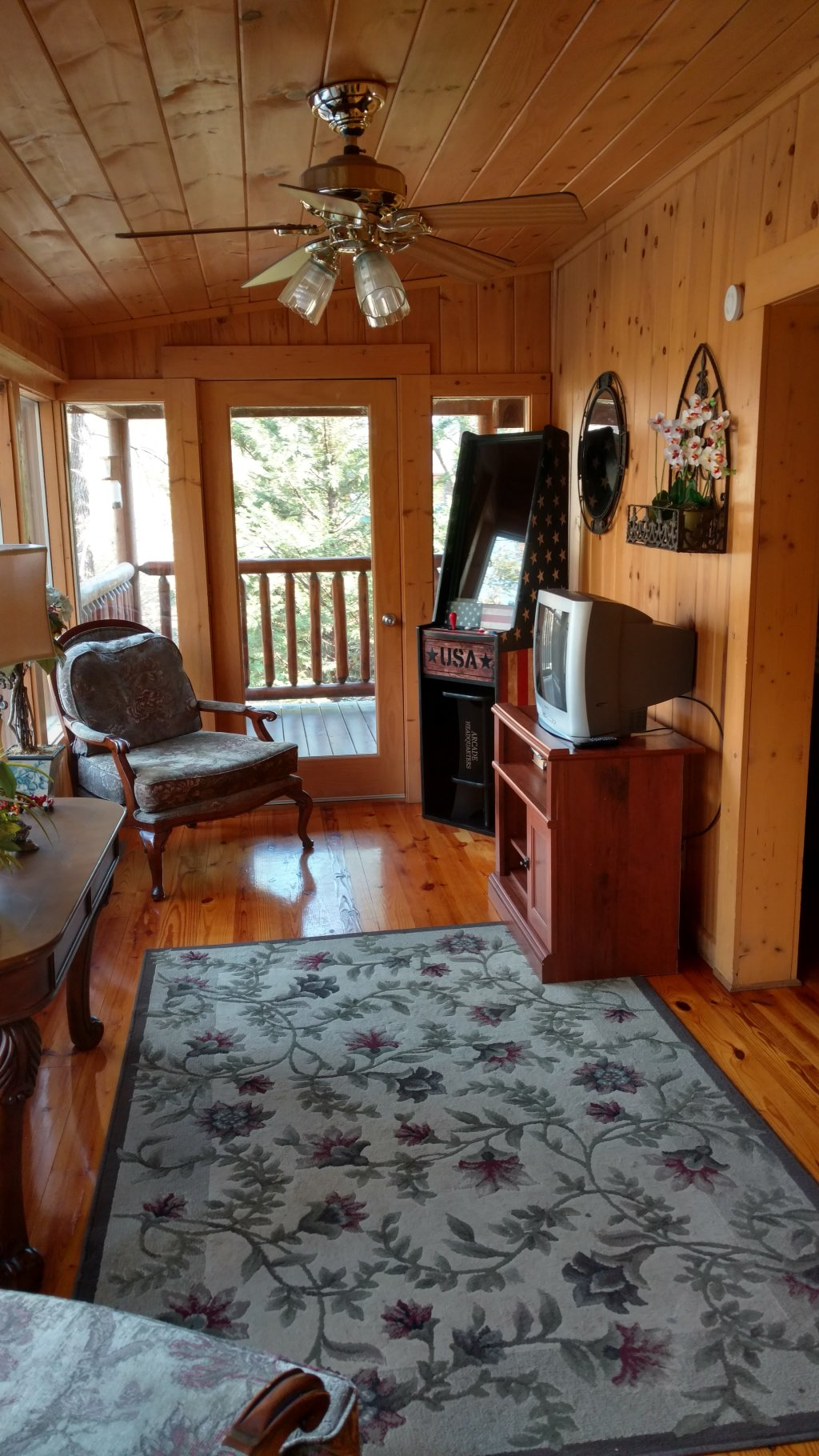 Photo of a Pigeon Forge Cabin named Trout House #350 - This is the fifty-seventh photo in the set.