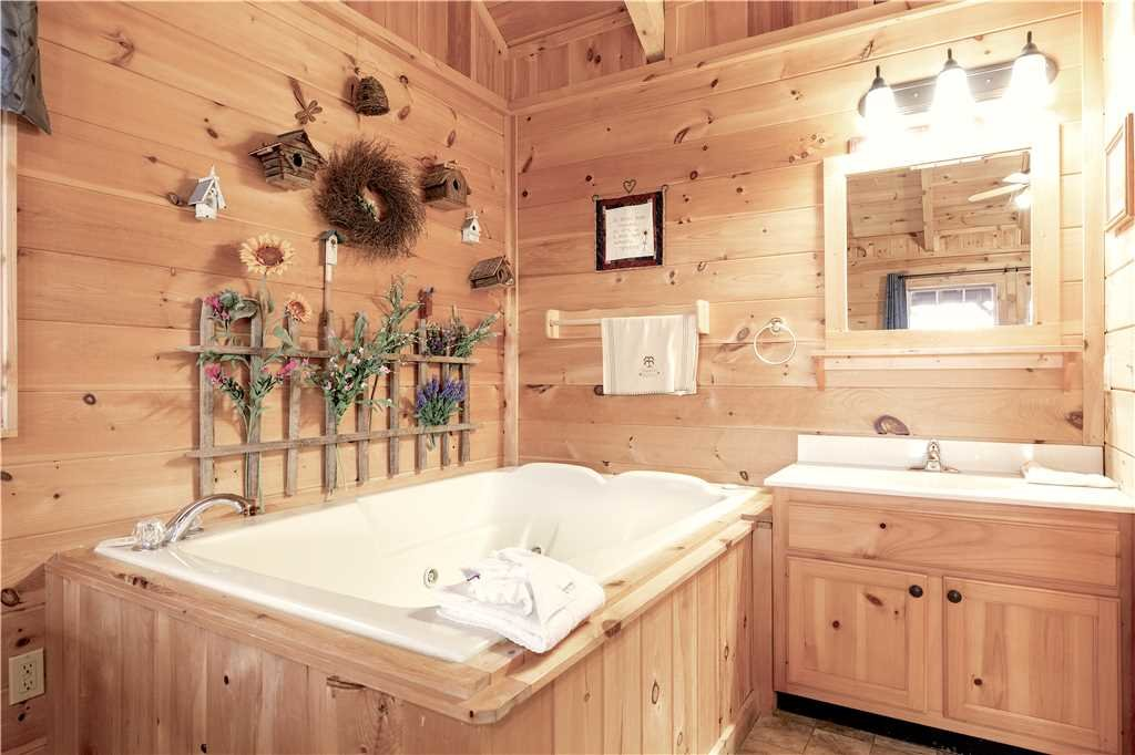Photo of a Gatlinburg Cabin named Beyond Paradise - This is the fourteenth photo in the set.