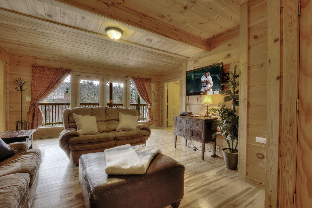 Photo of a Gatlinburg Cabin named Above It All  #446 - This is the third photo in the set.