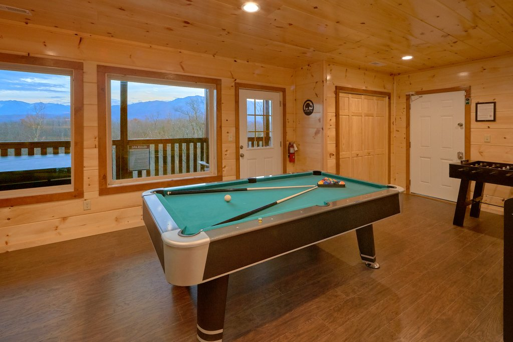 Photo of a Gatlinburg Cabin named Legends Pool Lodge - This is the twelfth photo in the set.