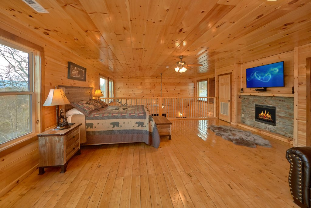 Photo of a Gatlinburg Cabin named Legends Pool Lodge - This is the twenty-seventh photo in the set.