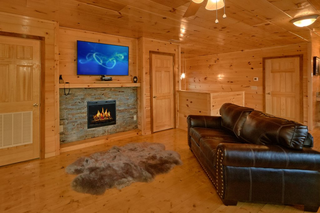 Photo of a Gatlinburg Cabin named Legends Pool Lodge - This is the seventeenth photo in the set.