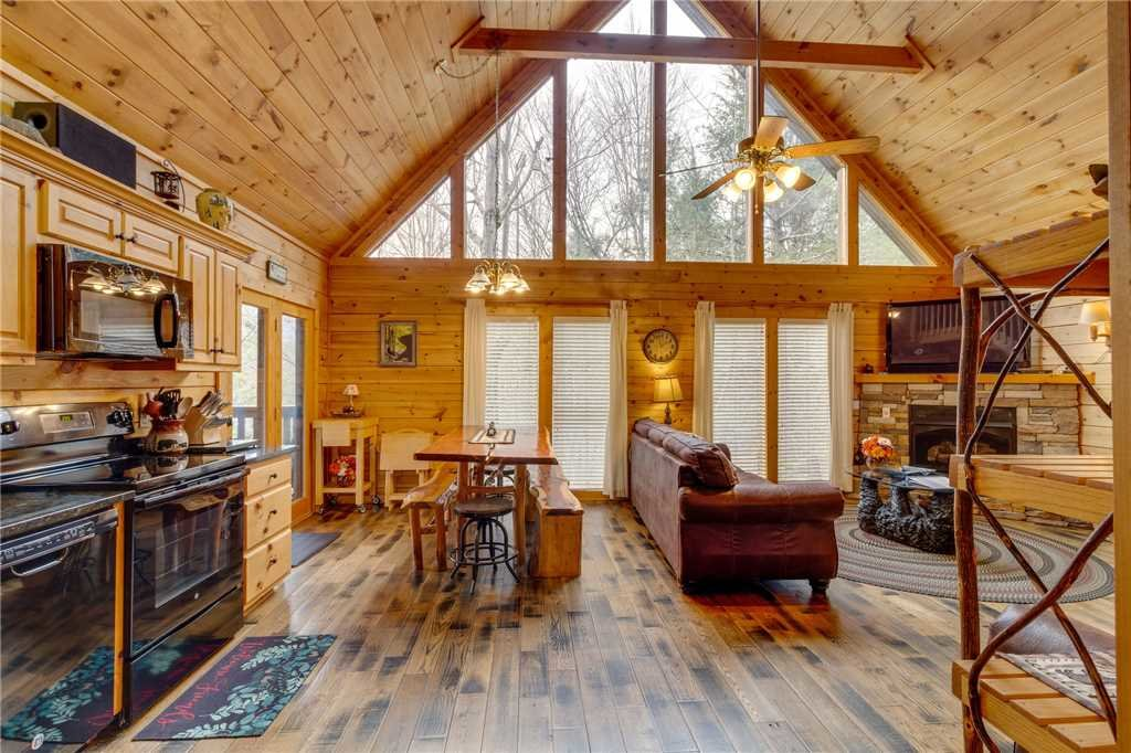 Photo of a Gatlinburg Cabin named The Bear Essentials - This is the eighth photo in the set.