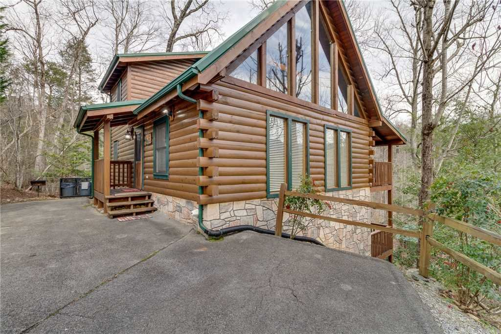 Photo of a Gatlinburg Cabin named The Bear Essentials - This is the forty-eighth photo in the set.