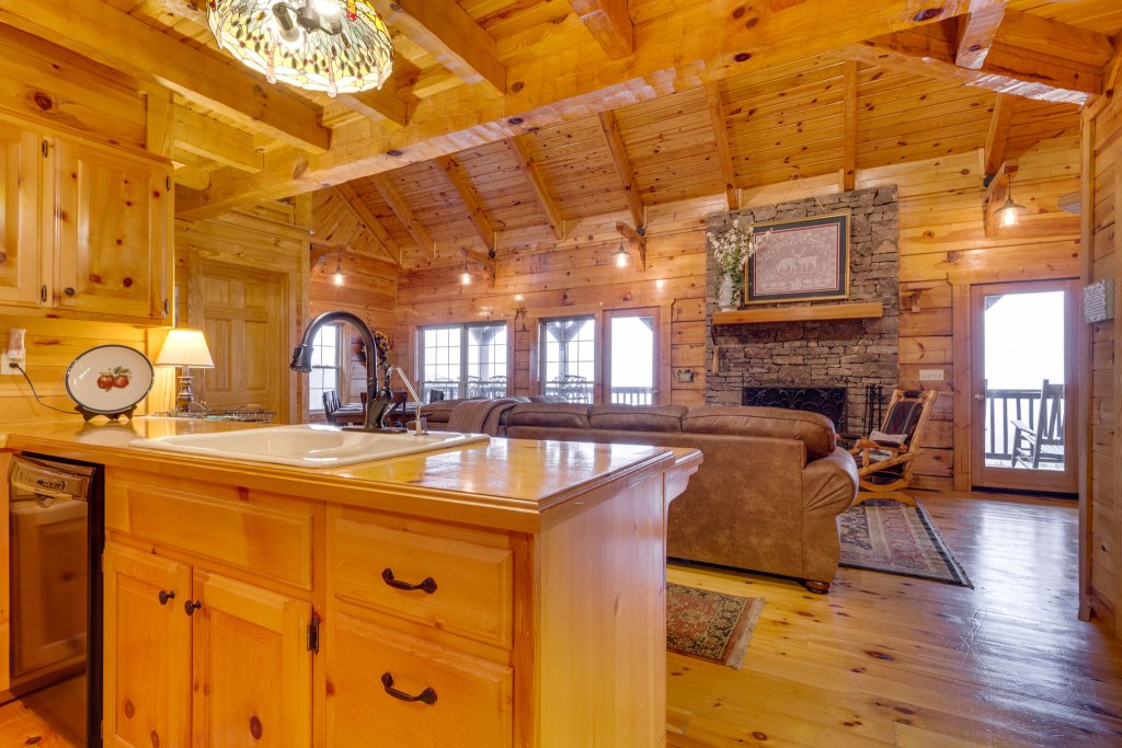 Photo of a Sevierville Cabin named Kickin' Back Jack - This is the eighteenth photo in the set.