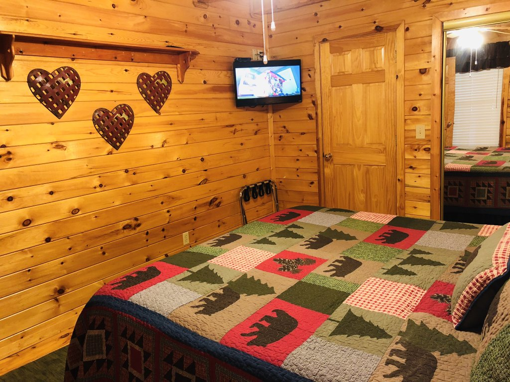 Photo of a Sevierville Cabin named Kickin' Back Jack - This is the twenty-sixth photo in the set.