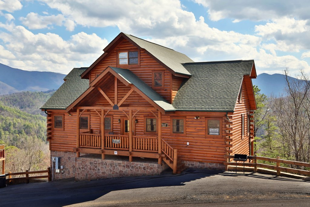 Photo of a Sevierville Cabin named Ridgetop Theatre Lodge - This is the eighth photo in the set.