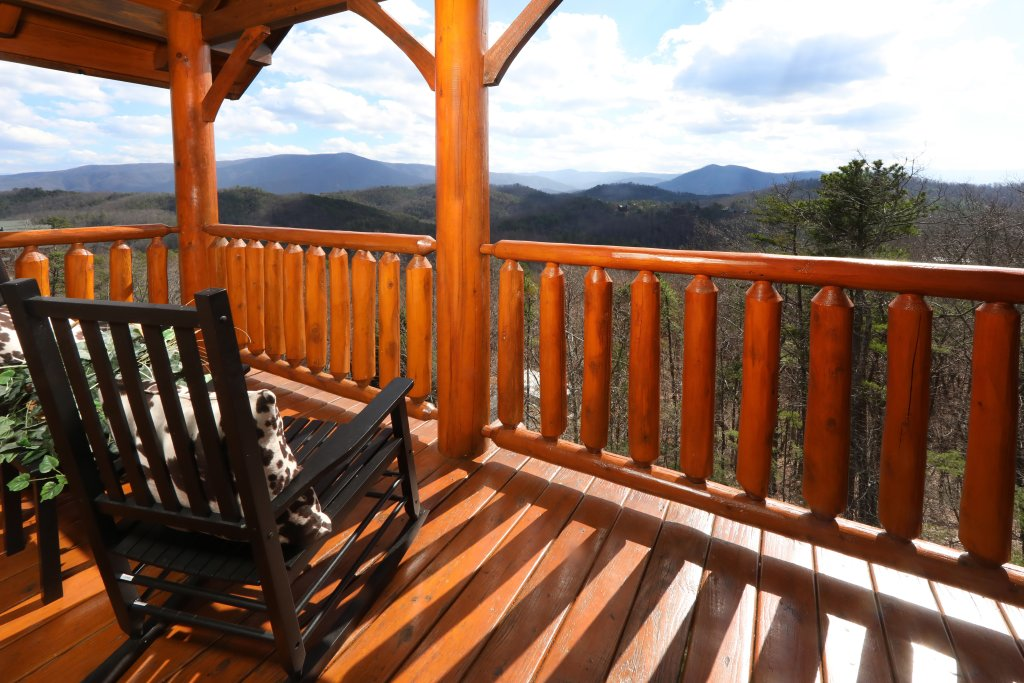 Photo of a Sevierville Cabin named Ridgetop Theatre Lodge - This is the fifth photo in the set.