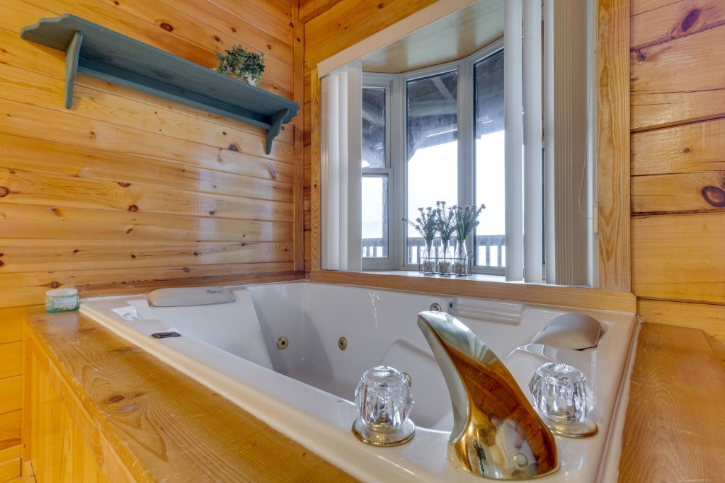 Photo of a Sevierville Cabin named Kickin' Back Jack - This is the twenty-eighth photo in the set.