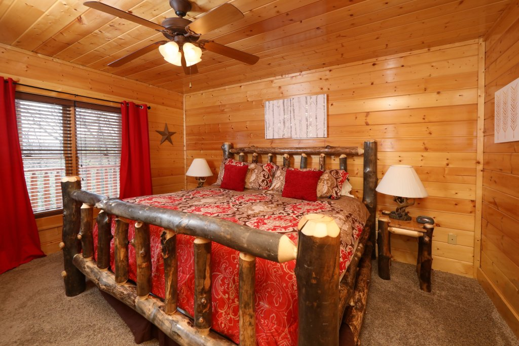 Photo of a Sevierville Cabin named Ridgetop Theatre Lodge - This is the twenty-fourth photo in the set.