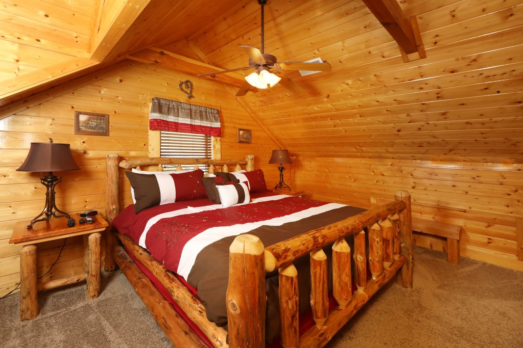 Photo of a Sevierville Cabin named Ridgetop Theatre Lodge - This is the thirty-first photo in the set.