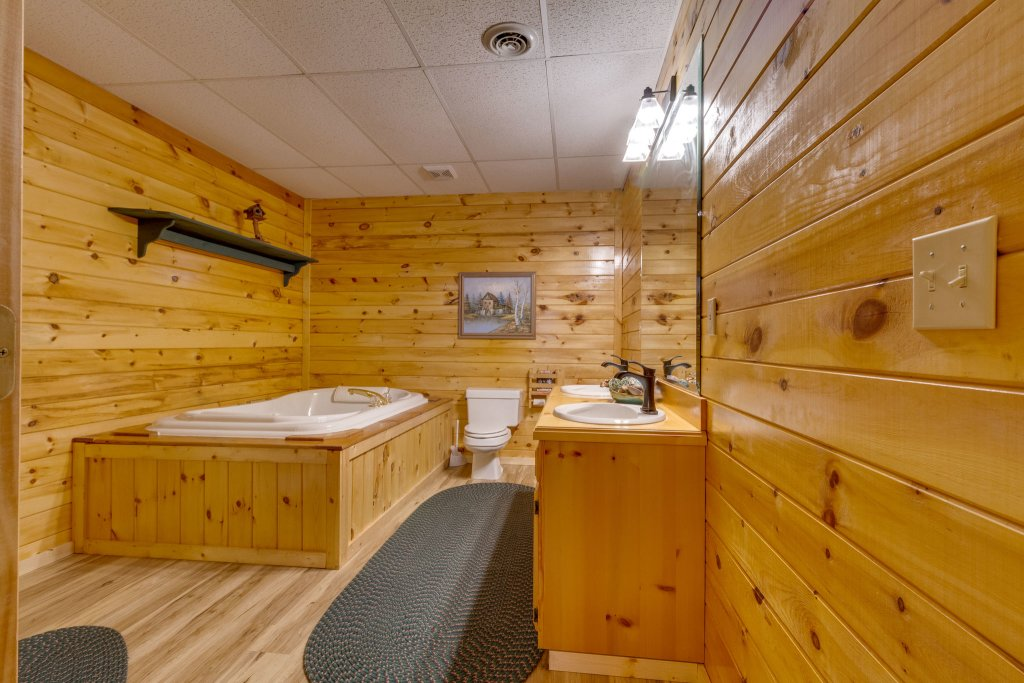 Photo of a Sevierville Cabin named Kickin' Back Jack - This is the forty-fourth photo in the set.