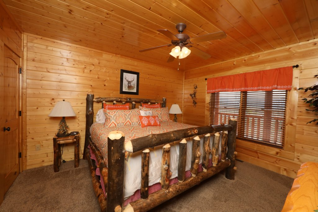 Photo of a Sevierville Cabin named Ridgetop Theatre Lodge - This is the twenty-seventh photo in the set.