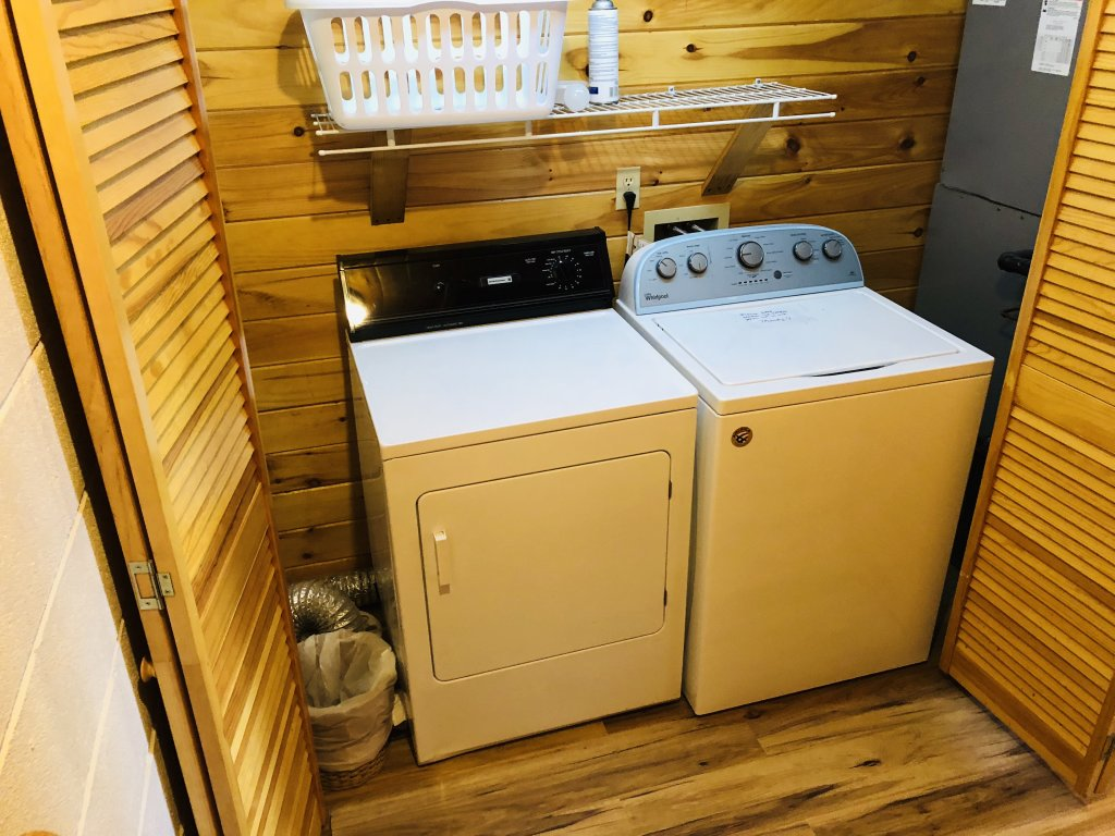 Photo of a Sevierville Cabin named Kickin' Back Jack - This is the forty-seventh photo in the set.