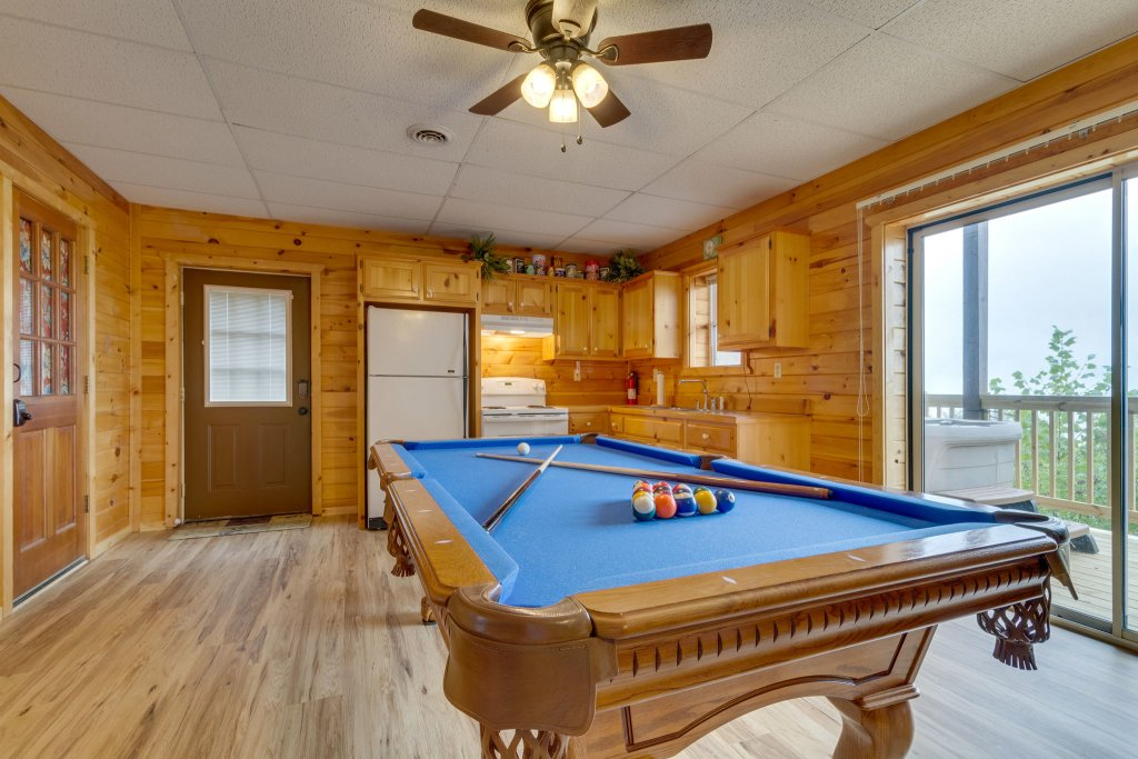 Photo of a Sevierville Cabin named Kickin' Back Jack - This is the forty-fifth photo in the set.
