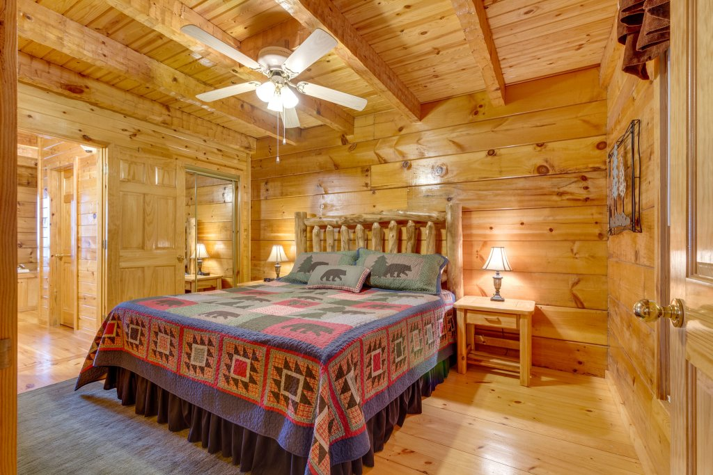 Photo of a Sevierville Cabin named Kickin' Back Jack - This is the twenty-fifth photo in the set.