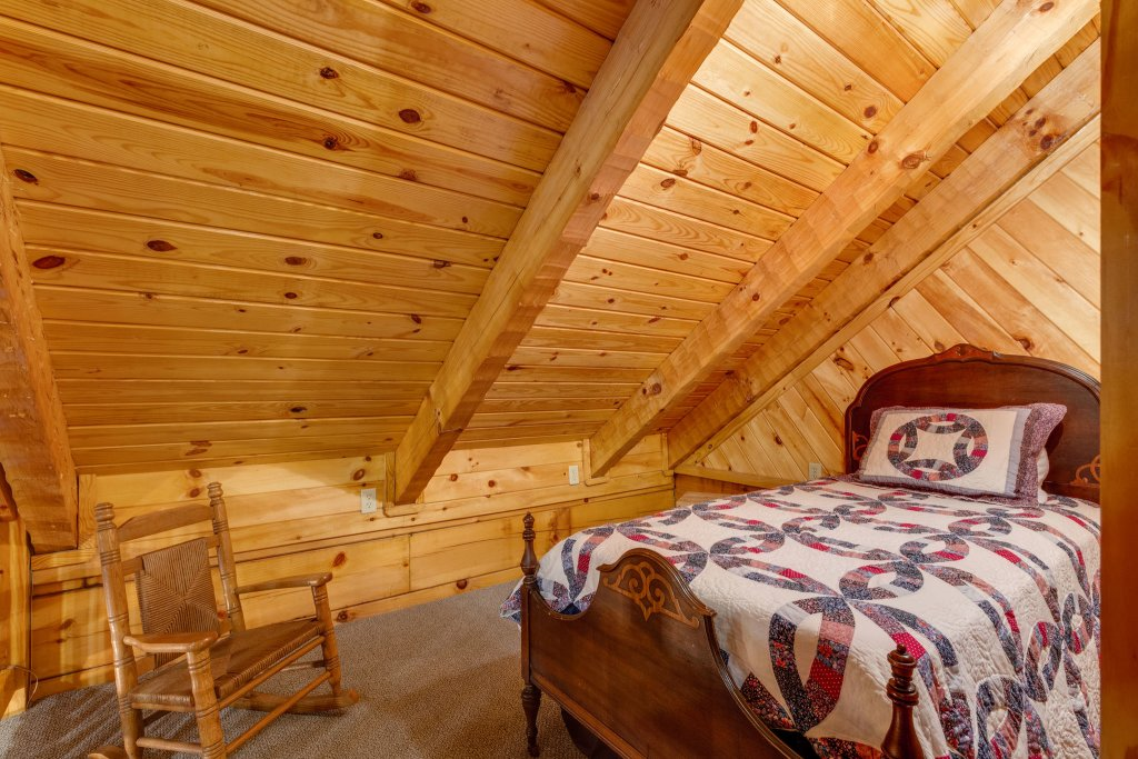 Photo of a Sevierville Cabin named Kickin' Back Jack - This is the thirty-third photo in the set.