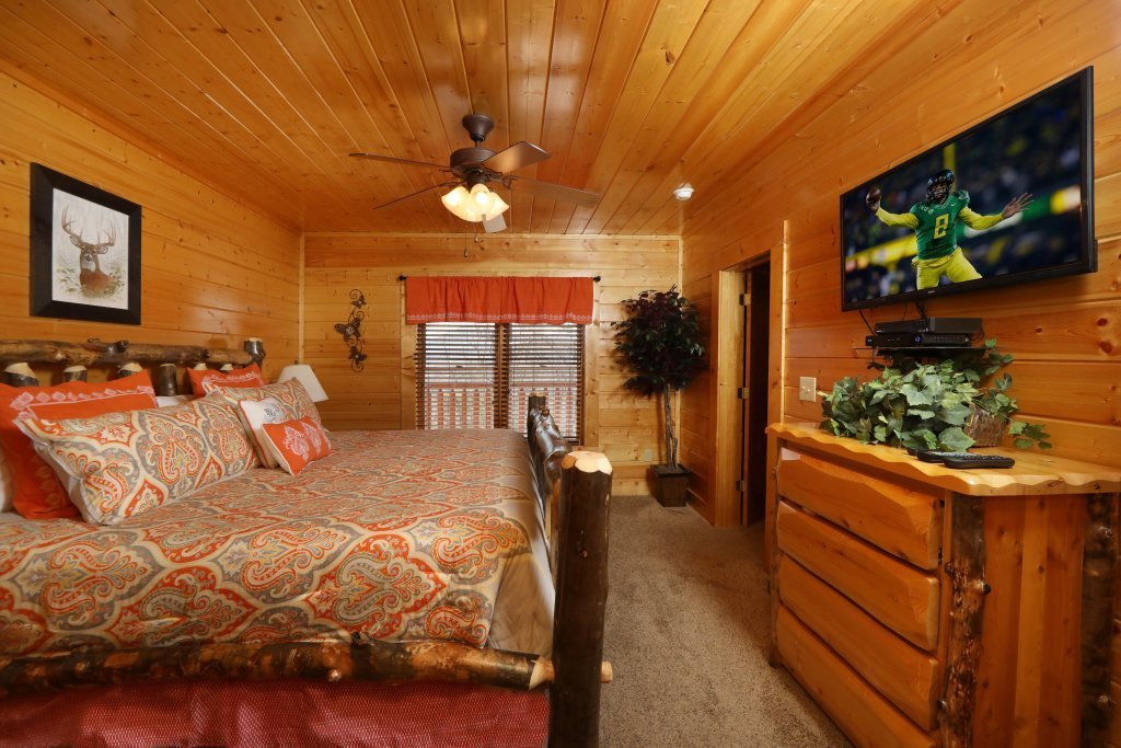 Photo of a Sevierville Cabin named Ridgetop Theatre Lodge - This is the twenty-eighth photo in the set.
