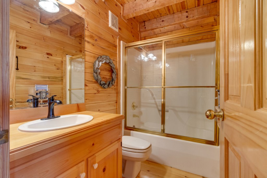 Photo of a Sevierville Cabin named Kickin' Back Jack - This is the thirty-second photo in the set.