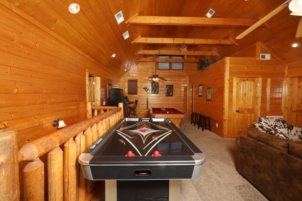 Photo of a Sevierville Cabin named Ridgetop Theatre Lodge - This is the thirty-third photo in the set.