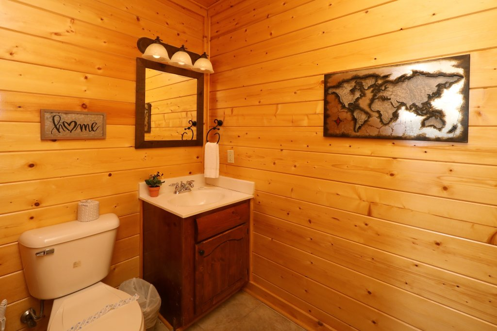 Photo of a Sevierville Cabin named Ridgetop Theatre Lodge - This is the thirty-eighth photo in the set.
