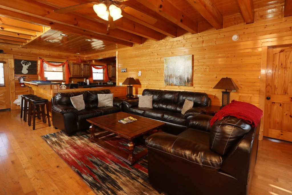 Photo of a Sevierville Cabin named Ridgetop Theatre Lodge - This is the fourteenth photo in the set.