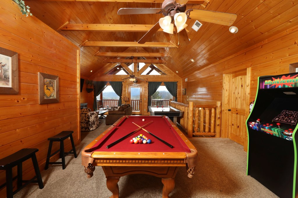 Photo of a Sevierville Cabin named Ridgetop Theatre Lodge - This is the thirty-fifth photo in the set.