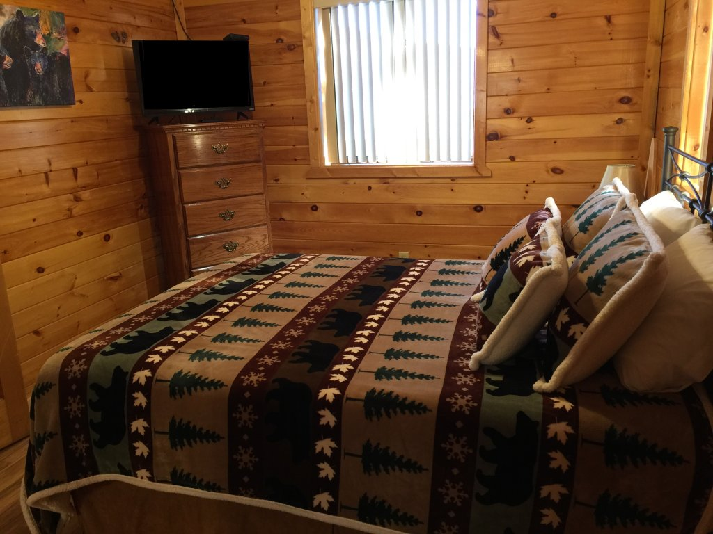Photo of a Sevierville Cabin named Kickin' Back Jack - This is the forty-first photo in the set.