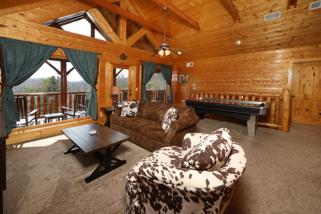 Photo of a Sevierville Cabin named Ridgetop Theatre Lodge - This is the thirty-seventh photo in the set.