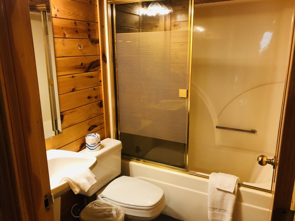 Photo of a Sevierville Cabin named Kickin' Back Jack - This is the forty-second photo in the set.