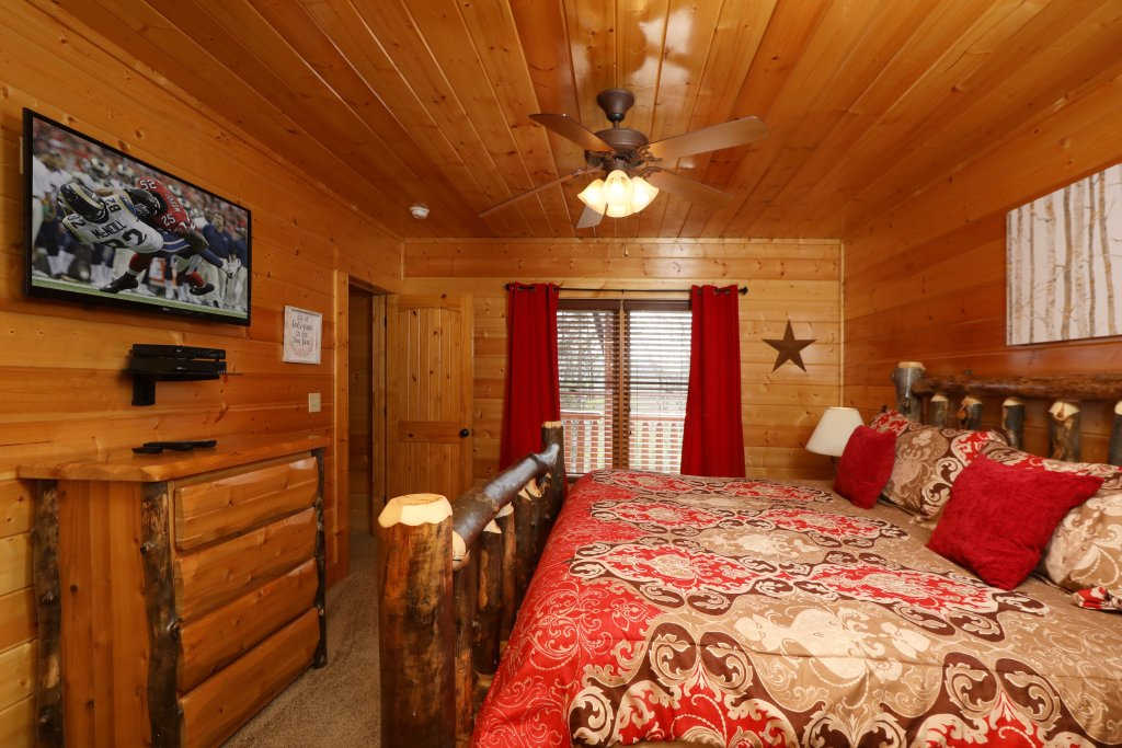 Photo of a Sevierville Cabin named Ridgetop Theatre Lodge - This is the twenty-fifth photo in the set.