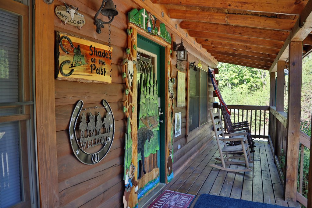 Photo of a Pigeon Forge Cabin named Shades Of The Past #230 - This is the third photo in the set.