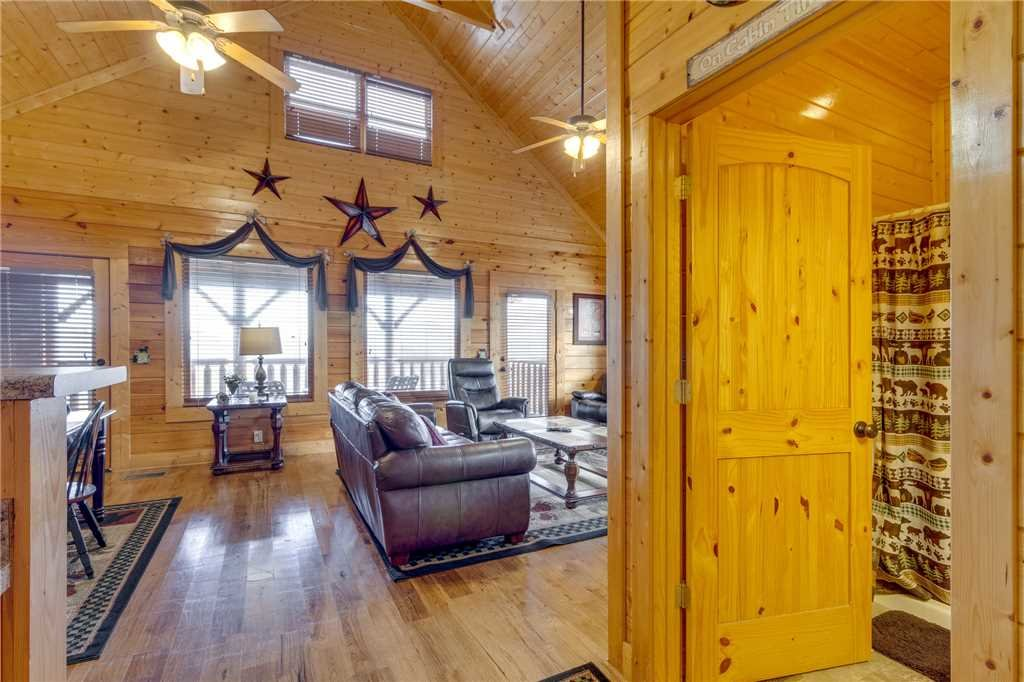 Photo of a Sevierville Cabin named Mountain Mist - This is the eighth photo in the set.