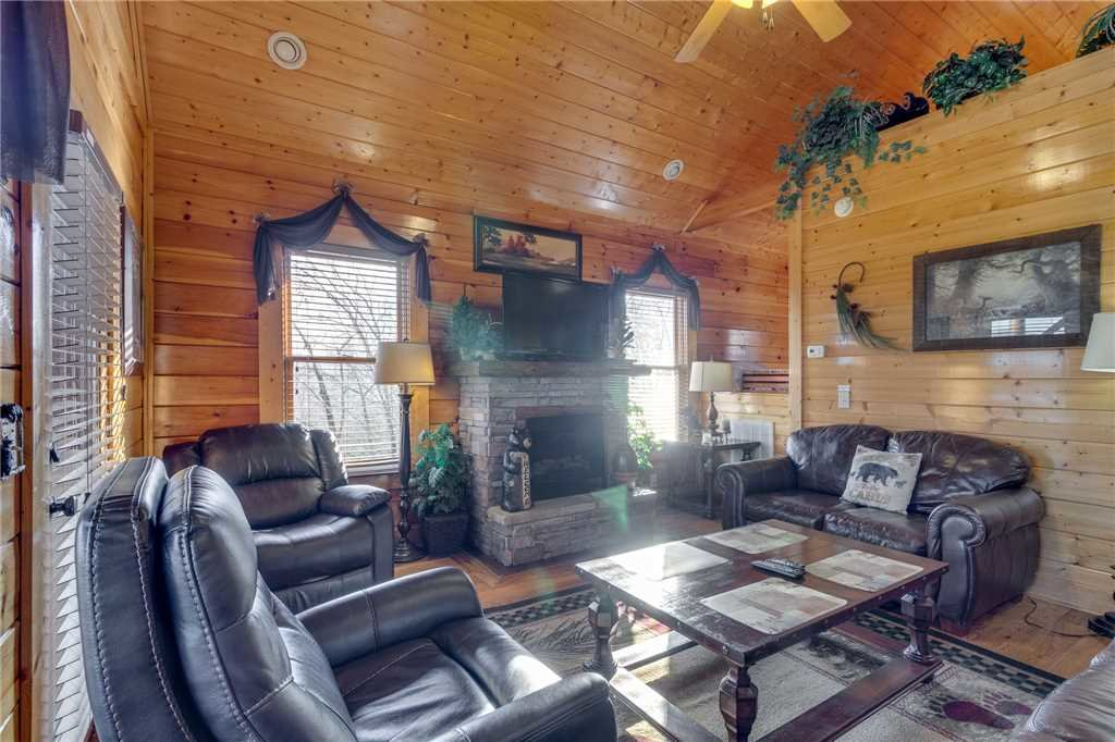 Photo of a Sevierville Cabin named Mountain Mist - This is the second photo in the set.