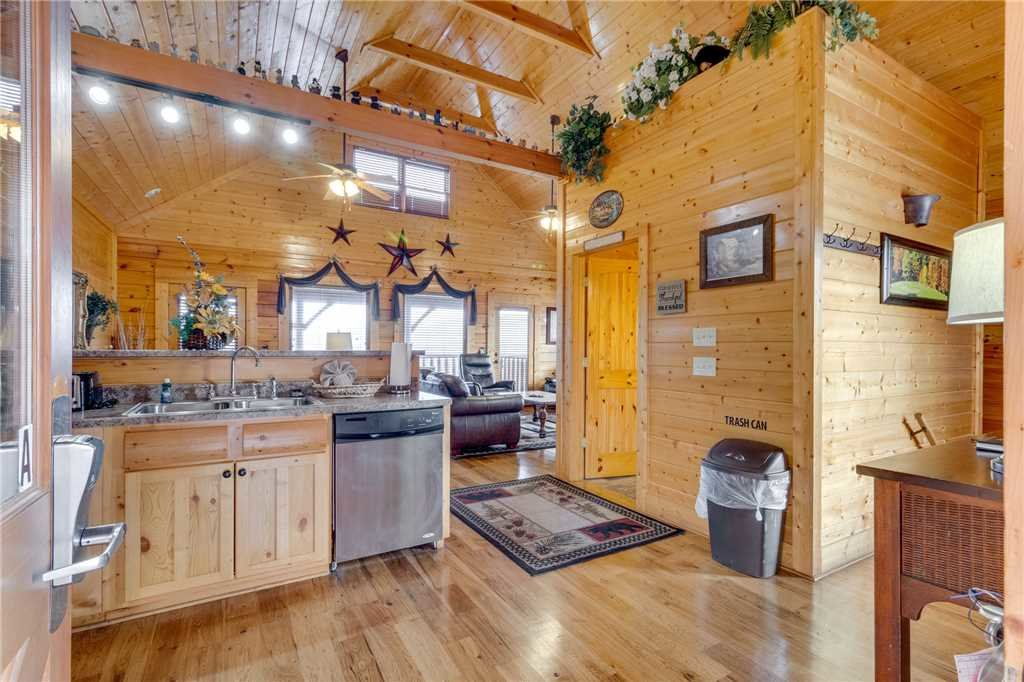 Photo of a Sevierville Cabin named Mountain Mist - This is the thirteenth photo in the set.