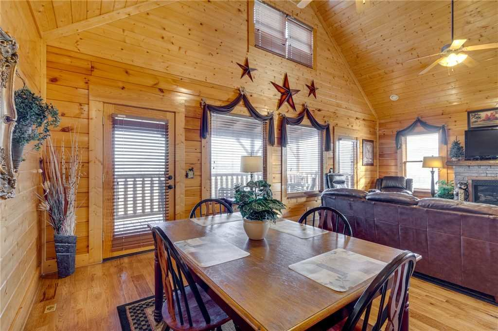Photo of a Sevierville Cabin named Mountain Mist - This is the sixth photo in the set.